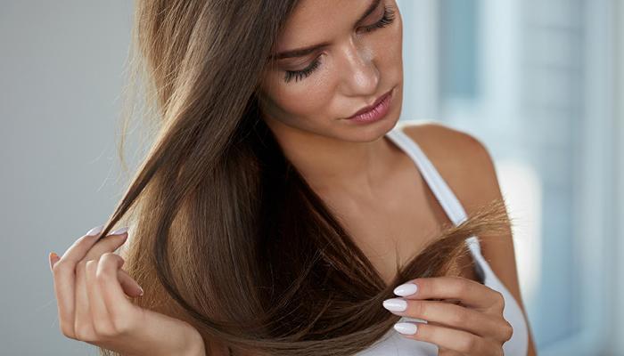 Traiter les cheveux brûlés par le lisseur