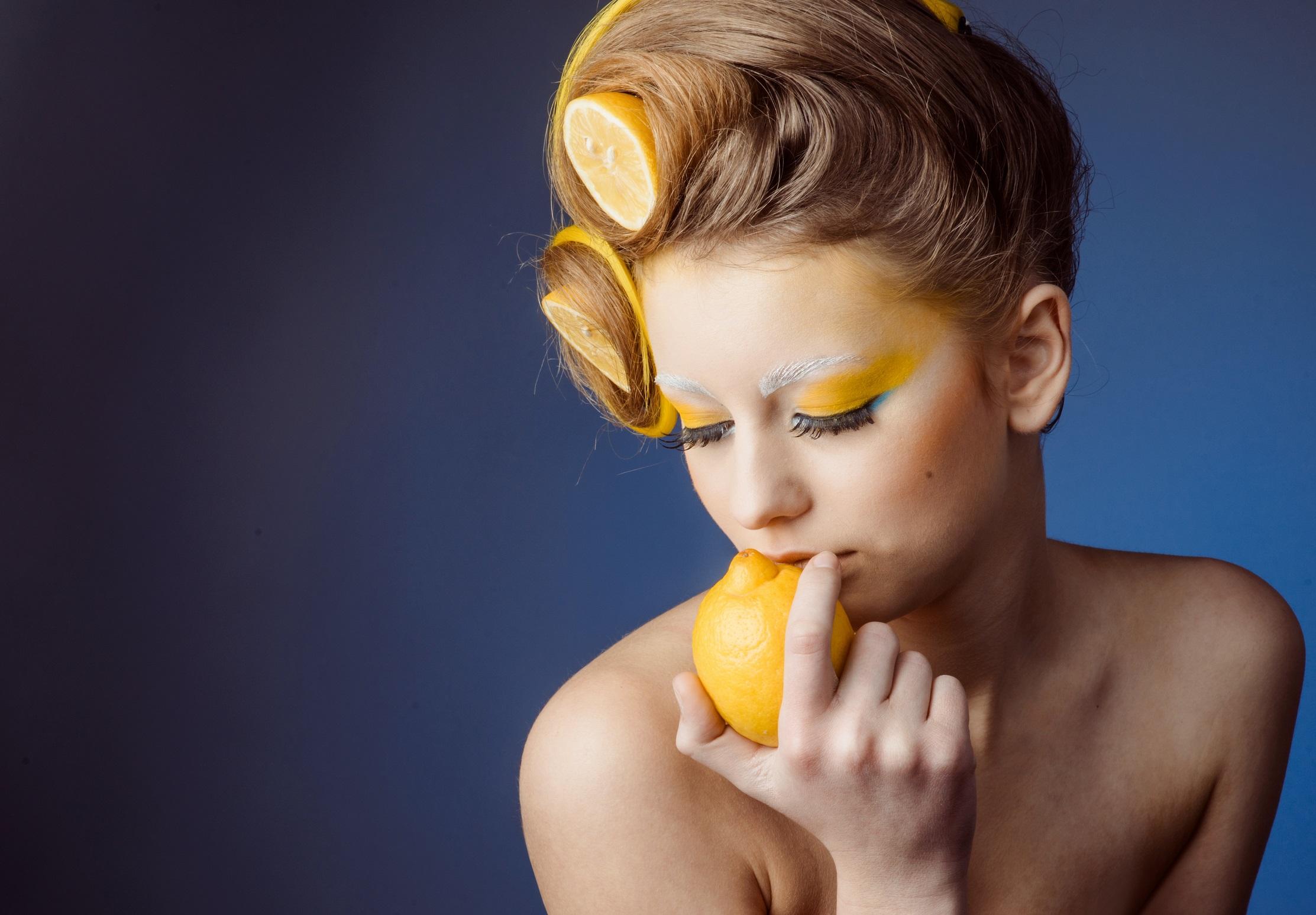 Metodi fai-da-te per schiarire i capelli  tutti gli ingredienti naturali 9a487d789926