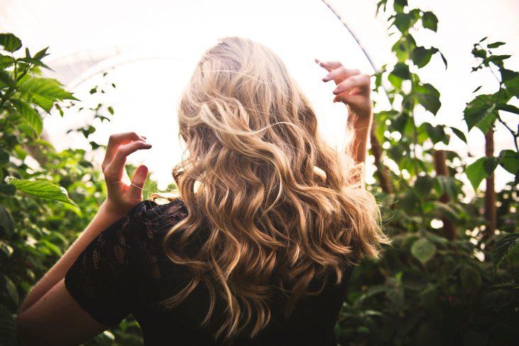 come avere capelli lucidi e brillanti